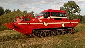 Obojživelný transportér ve službách Hasičského záchranného sboru.