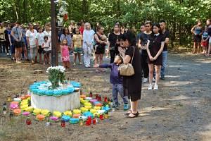 Vietnamci uctili během pietní akce památku dvou utonulých chlapců v jezeře Lhota.