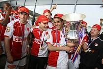 Slavia si nemohla přát krásnější vítězství. Titul oslavila s vyprodaným Edenem.