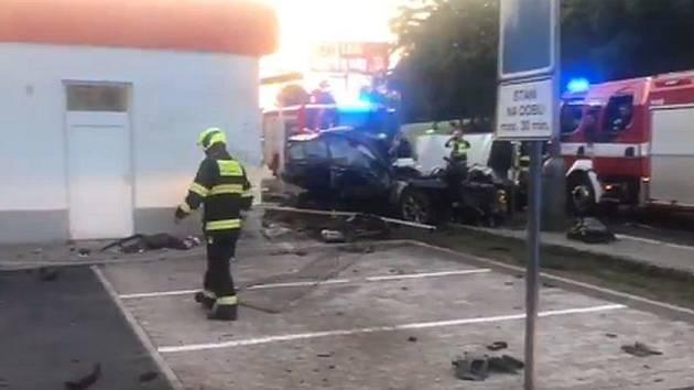 Smrtelná ranní nehoda v Novovysočanské ulici.