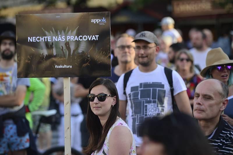 Demonstrace za živou kulturu na Staroměstkém náměstí 27. 7. 2020