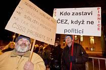 Obyvatelé sídliště Písnice demonstrovali proti prodeji bytů.
