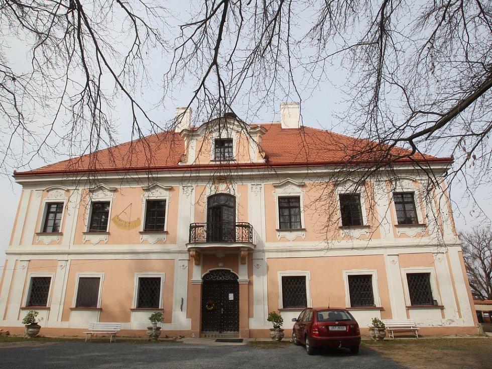 Zámek v Panenských Břežanech. Ilustrační foto.