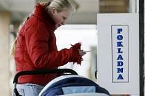 K pokladním automatům v Thomayerově nemocnici Krči by měly brzy přibýt i měniče bankovek.