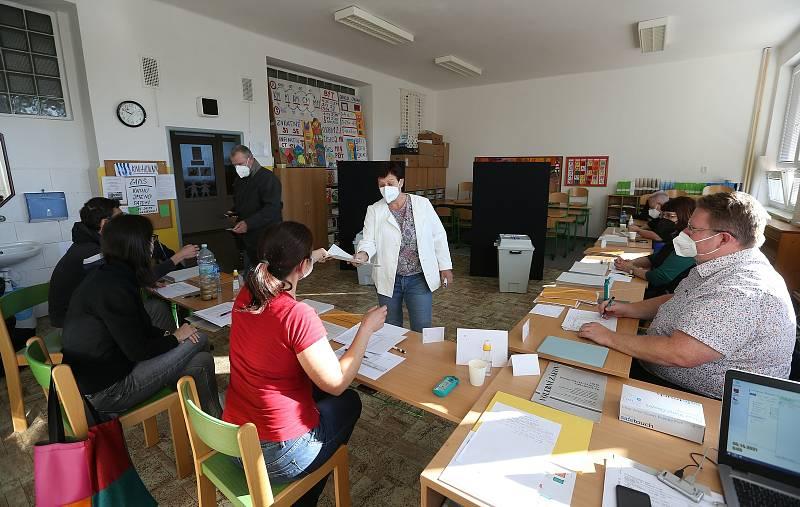 Parlamentní volby v Základní škole V Rybníčkách v Praze 10.