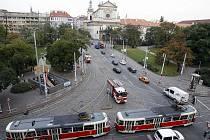 PŘED I PO REVOLUCI. Tramvaj T3 patří dodnes ke stálicím pražské MHD.