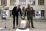Byla zahájena rekonstrukce Armádního muzea na pražském Žižkově, kde sídlil Vojenský historický ústav. Na základní kámen poklepali Masarykovým kladívkem.