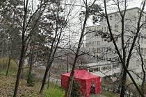 Třídící místo pro Infekční kliniku (pavilon 7) v Nemocnici Na Bulovce. Z Bulovky ve čtvrtek utekl pacient nakažený koronavirem.
