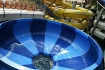 OSTŘE STŘEŽENÁ ATRAKCE. Semafory, dopadová hloubka 2,2 metru a kamery instalované pod vodou mají zajistit bezpečí návštěvníků.