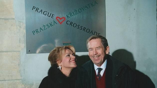 Expozice se koná v Pražské křižovatce, kterou nadace vybudovala z bývalého kostela na Starém Městě.