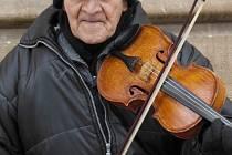 Pouliční hudebník. Ilustrační foto.