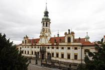 Podle italského vzoru architekta Donata Bramanteho se stavěla Loreta i v jiných katolických zemích, u nás zejména po porážce na Bílé Hoře roku 1620.