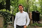 Do práce zásadně nenosím černé oblečení, říká šéf Správy pražských hřbitovů Martin Červený. Ředitelem magistrátní firmy je podruhé, mezitím pracoval pro Institut plánování a rozvoje.