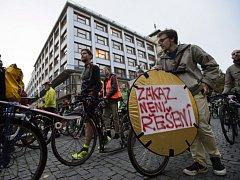 Protest cyklistů v centru Prahy.