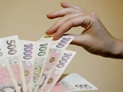 Peníze, to je oč tu běží! Banky se předhánějí v nabídce služeb pro malé firmy.
