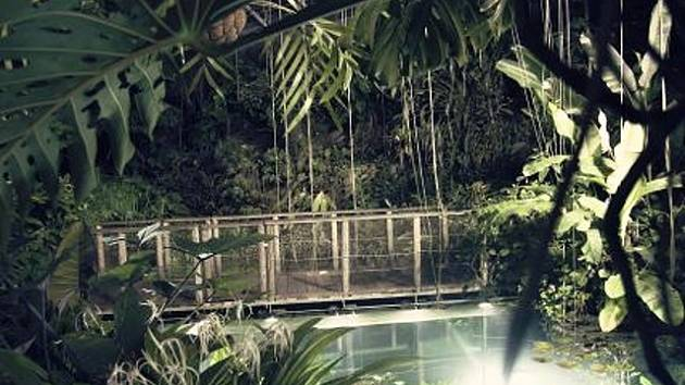 Skleník Fata Morgana v noci.