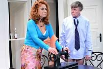 Herci Simona Stašová a Michal Dlouhý v komedii o lásce s hořkou příchutí Vím, že víš, že vím v Divadle ABC v Praze.
