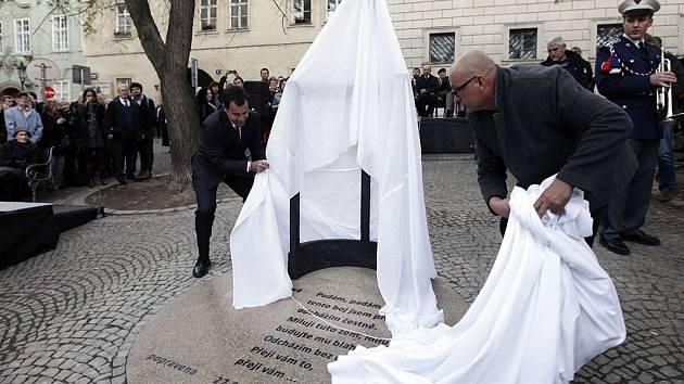 Odhalení pomníku české političky Milady Horákové,odsouzené v komunistickém politickém procesu v roce 1950 k trestu smrti.