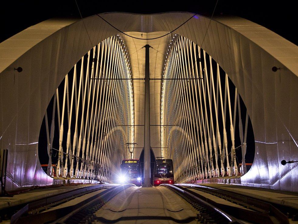 Trojský most. Ilustrační foto.
