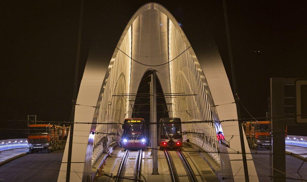 Na Trojském mostě v Praze 20. srpna probíhala zátěžová zkouška.
