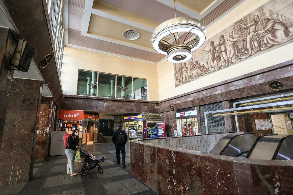 Restaurace Oáza ve vestibulu nádraží Praha-Smíchov bude rekonstruována v rámci modernizace celé stanice.
