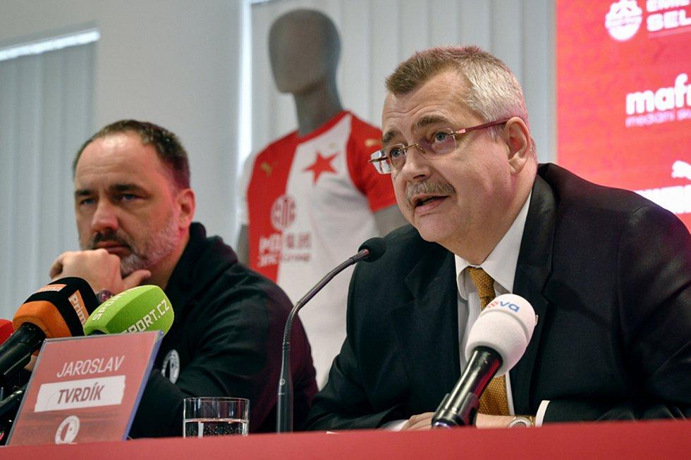 Předseda představenstva fotbalové Slavie Praha Jaroslav Tvrdík (vpravo) a hlavní trenér Jindřich Trpišovský (na snímku z 13. února 2020).