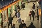 Sprejeři v metru.