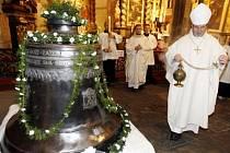 Zvon Archanděl Michael byl vysvěcen v kostele Matky Boží před Týnem.