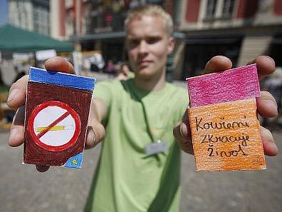 """Happening """"Světový den bez tabáku 2011 – Vyměň krabičku!"""" proběhl 31. května na pražském náměstí Republika."""
