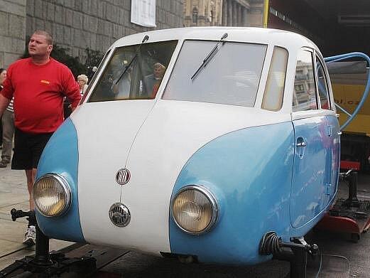 Do přízemí budovy bývalého Federálního shromáždění se ve středu přestěhovaly aerosáně Tatra V 855 z roku 1942, které budou jedním z největších exponátů chystané rozsáhlé výstavy Vynálezci a vynálezy.