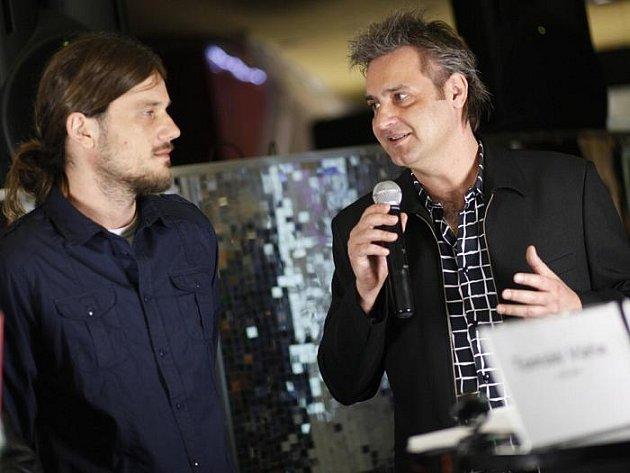 Budeme první na světě, prohlašuje Slávek Boura o svém připravovaném interaktivním muzikálu. Režisér Tomáš Váňa přiznává, že něco podobného dělá poprvé.