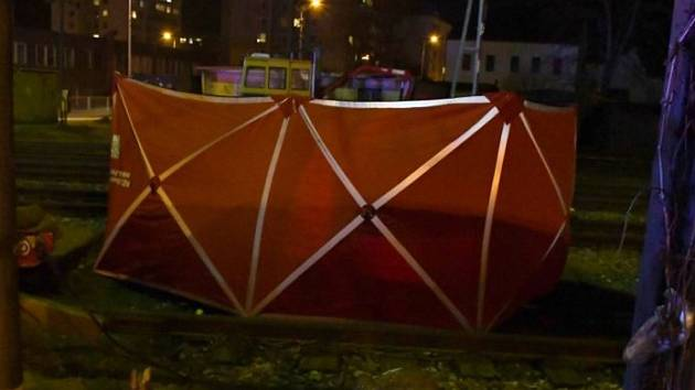 Muž v Radotíně nepřežil srážku s vlakem.