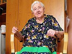 """""""Na chlapy jsem štěstí neměla, ale jinak jsem život měla krásný,"""" říká devadesátiletá Emilie Špitzerová, která žije v krčském domově pro seniory. V současné době je jejím domovem, v minulosti zde ale také pracovala v prádelně."""