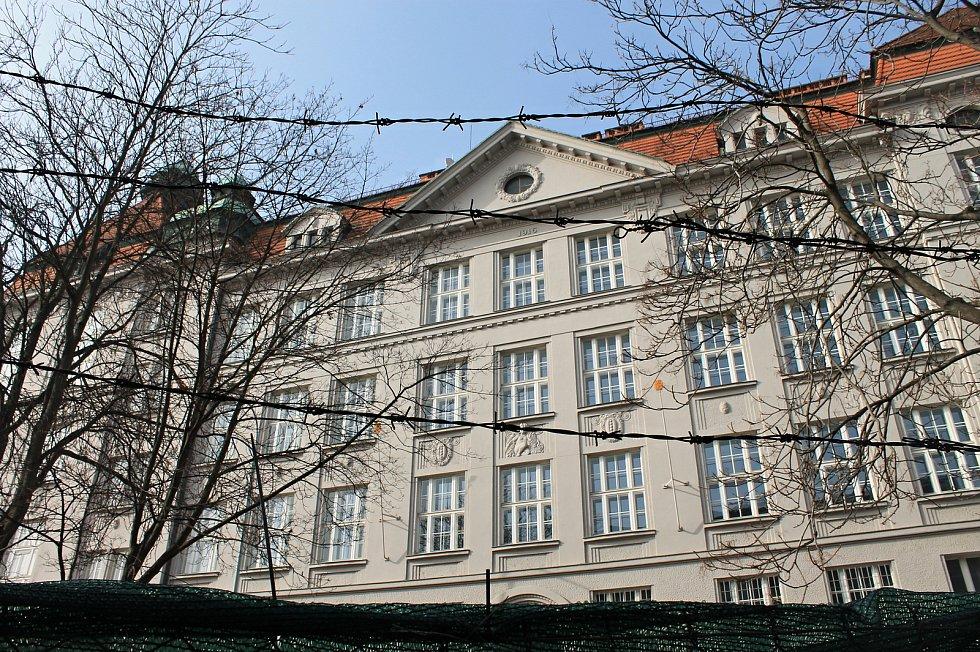 Gymnázium Na Zatlance v Praze 5.