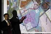 UVIDÍME. Velkolepá vize až za 65 miliard korun na téměř sto hektarech plochy zástupce radnice přesvědčila jen zčásti, přítomné obyvatele spíše vůbec.