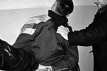 ZADRŽENÍ PACHATELE. Vražedné útoky pod vlivem alkoholu nebo drog se nedají předvídat./Ilustrační foto