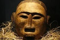 NĚMÍ SVĚDCI INICIACE. Náprstkovo muzeum vystavuje exotické masky, které přibližují kulturu etnika Makondů.