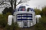 Robot R2-D2 z Hvězdných válek, kterého kdosi vytvořil z výduchu podzemního krytu na Folimance