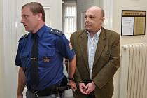 Pražský městský soud potrestal někdejšího dispečera bezpečnostní agentury Antonína Saletu devíti lety vězení za účast na takzvané loupeži století.