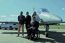 Kapitán Luboš Rous vříjnu 2019 utrpěl při dopravní nehodě těžký úraz spoškozením míchy voblasti hrudní páteře sdiagnózou paraplegie. Nadační fond REGI Base I. mu pomohl získat odlehčený vozík a upravené vozidlo SEAT Alhambra.