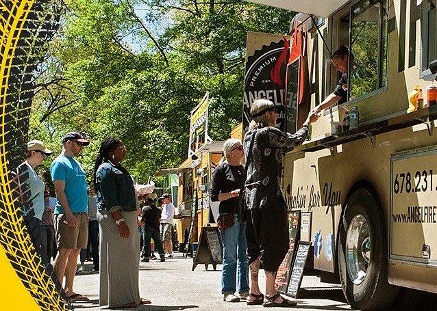 Máte rádi jídlo z food trucků? Vyrazte o víkendu na holešovické Výstaviště.