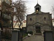 Kubistická kaple se skrývá mezi žižkovskými činžáky