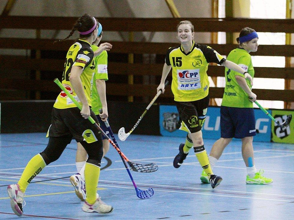 JE ROZHODNUTO! Útočnice Kateřina Zikmundová právě vstřelila gól do sítě Olomouce. Pražanky tak vybojovaly povinné tři extraligové body, které je posunuly na pátou příčku tabulky.