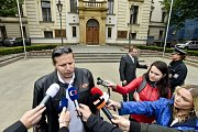 Mluvčí Sdružení českých taxikářů Lukáš Pelikán po jednání na úřadu vlády odpovídá novinářům.