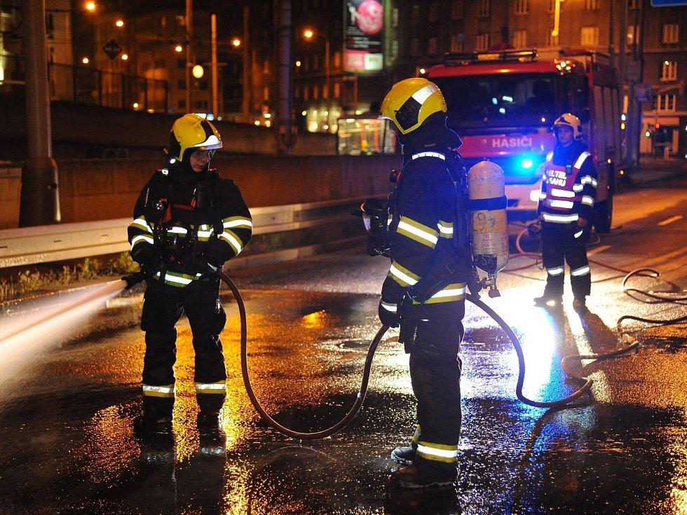 Požár aut na Žižkově.