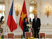 Prezident Zeman předsedkyni vietnamského parlamentu Nguyen Thi Kim Ngan.