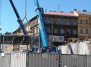 Demolice mostu Negrelliho viaduktu přes Křižíkovu ulici.