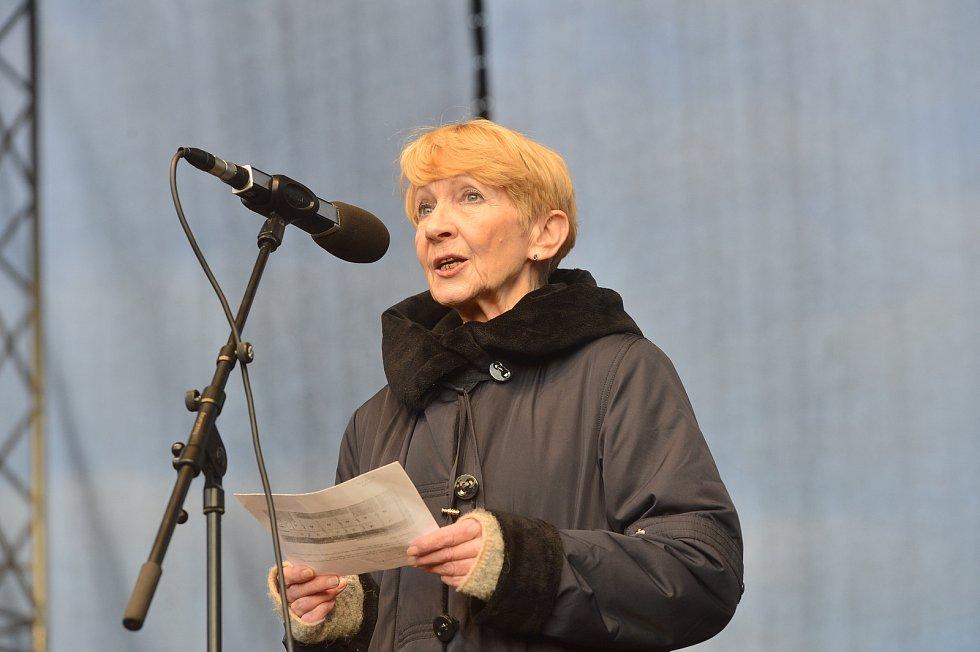 Demonstrace proti Andreji Babišovi na Letné 16. listopadu 2019. Daniela Kolářová.