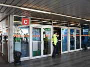 Žena v Praze na Budějovické spadla pod metro, na místě zemřela.