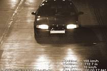PŘÍLIŠ RYCHLE. Za týden vybrali policisté od Pražanů na pokutách za překročení rychlosti téměř sto šedesáti tisíc korun./Ilustrační foto